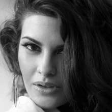 Jacqueline Fernandez Black & White Close Up Wallpaper
